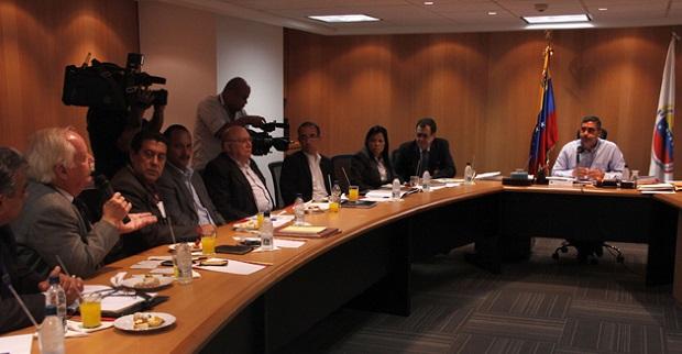Representantes de varias iglesias evangélicas, reunidas con el Gobierno, en agosto de 2013.
